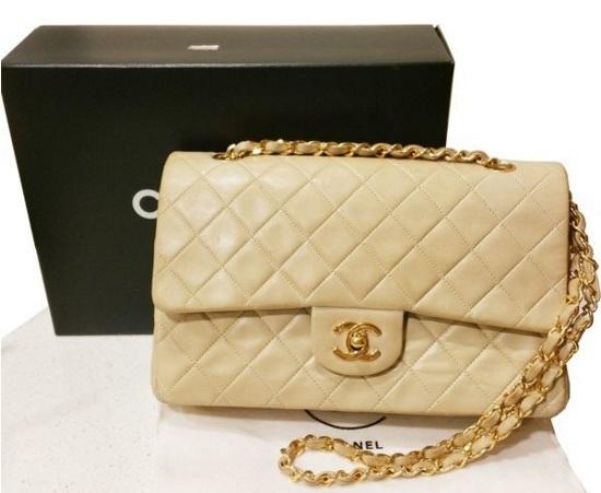 921ad4d84e06c Warum die berühmte Chanel 2.55 eine gute Investition ist - Catawiki