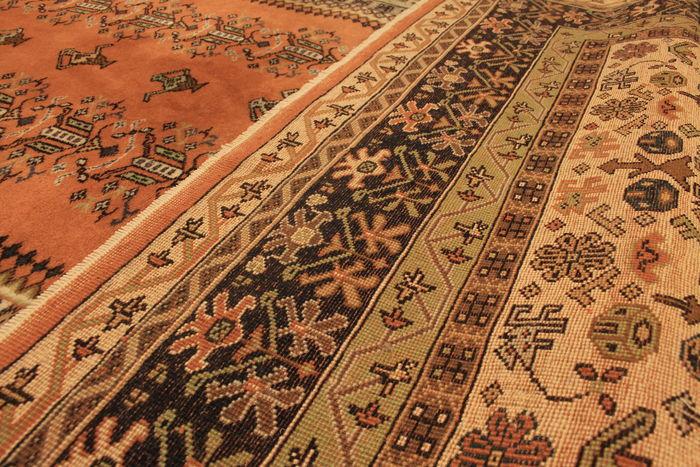 Perzisch Tapijt Taxeren : Hoe catawiki de waarde van oosterse tapijten bepaalt catawiki