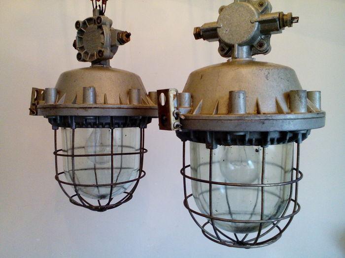 Tweedehands Design Lampen : Hoeveel is tweedehands industrieel design tegenwoordig waard