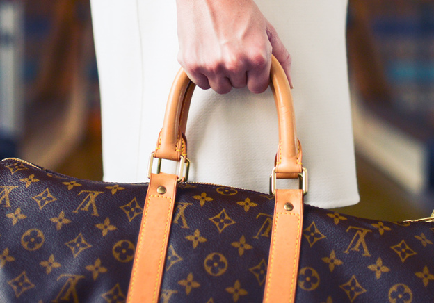From Men's Purse To Clutch: A Short Tour of Handbag History