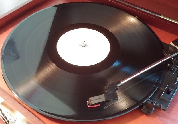 This is What Happens When you Play Certain Vinyl Records Backwards