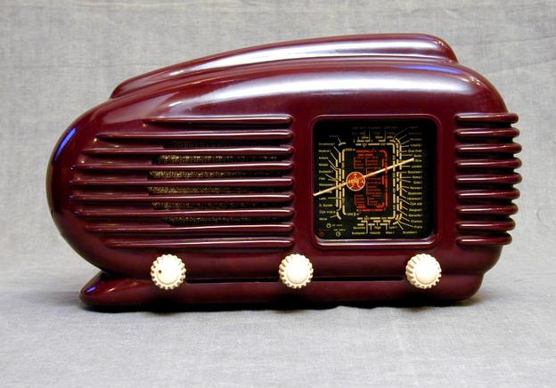 How to Determine the Value of Your Antique Radios