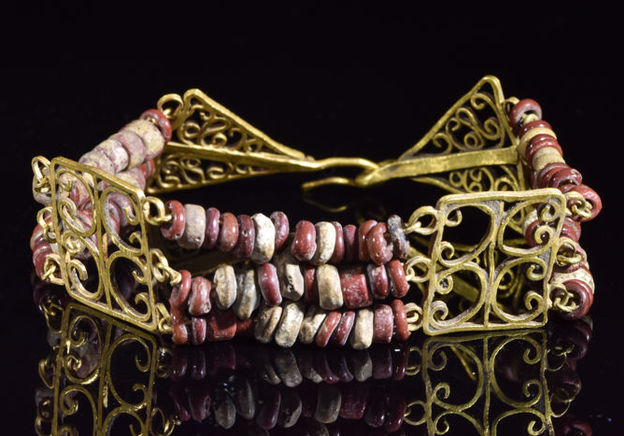 7 tips for aspiring ancient jewellery collectors