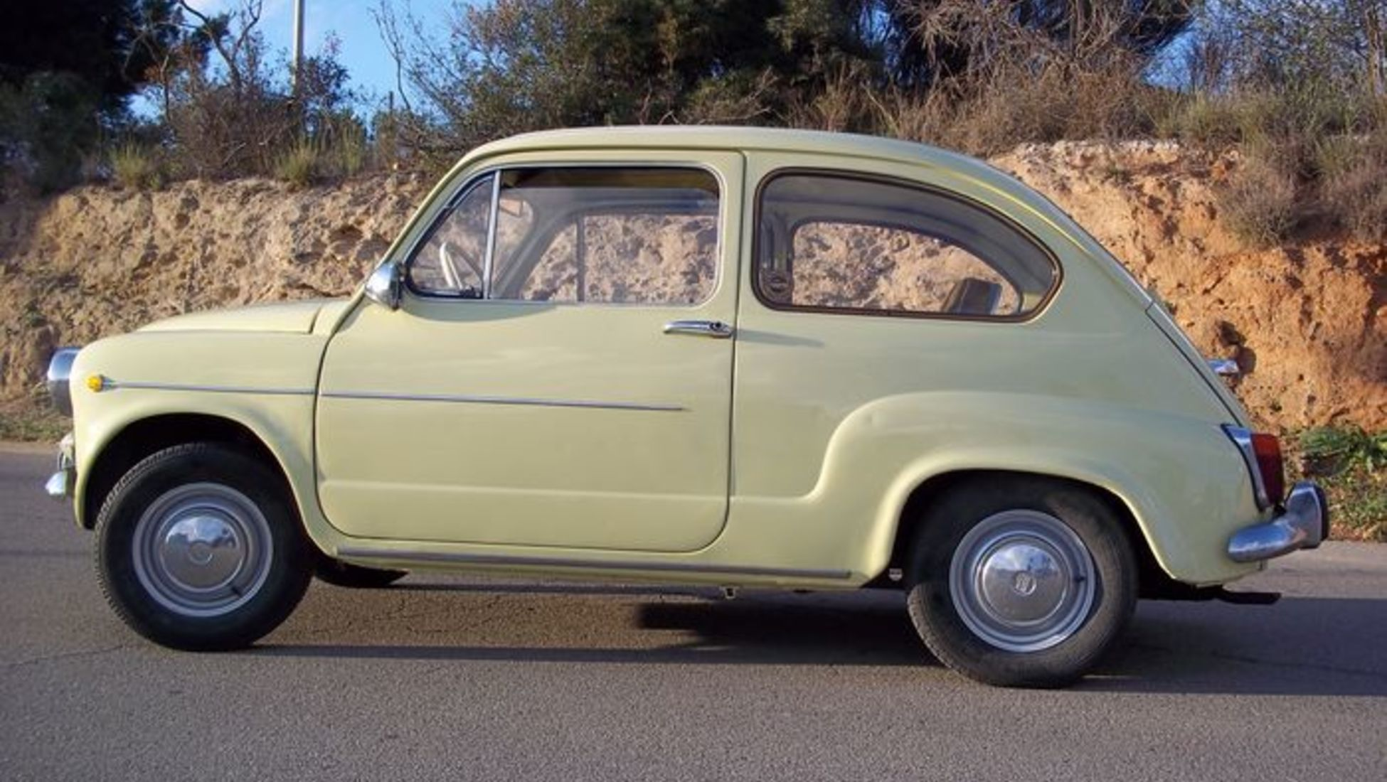 10 Best Spanish Classic Cars Created in Spain - Catawiki
