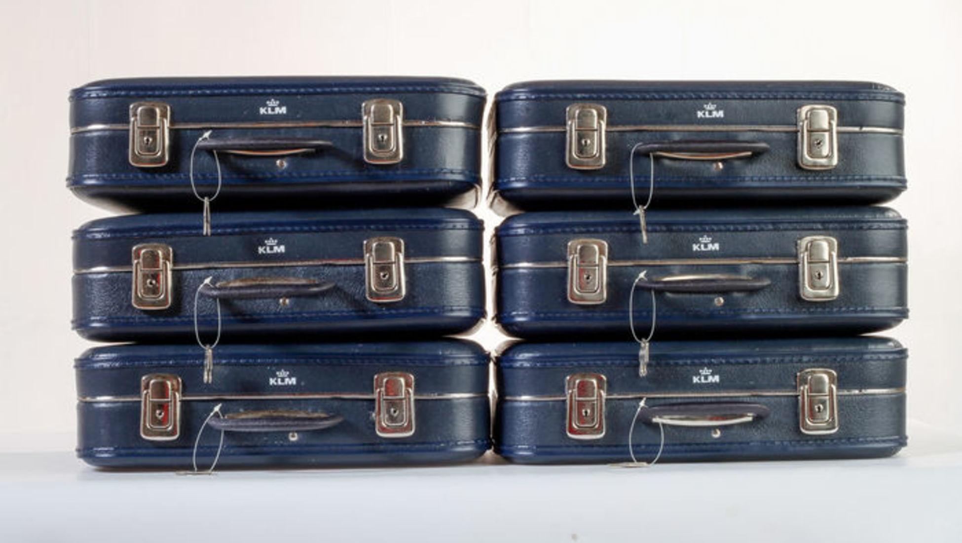On ne peut pas parler de sacs de voyage sans mentionner le summum de la  marque de luxe de voyage, Louis Vuitton. Fondée en 1854 à Paris, Louis  Vuitton ... bb2f4fb44bc