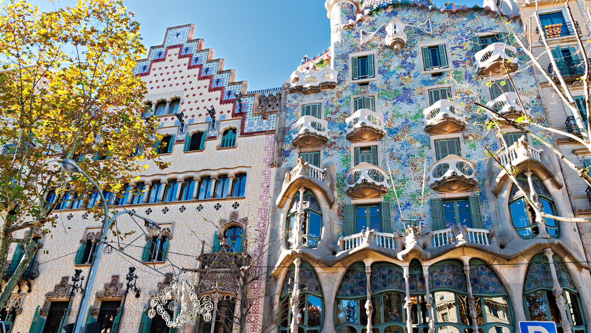 10 beautiful art nouveau buildings to check out on your for Hotel paris barcelona