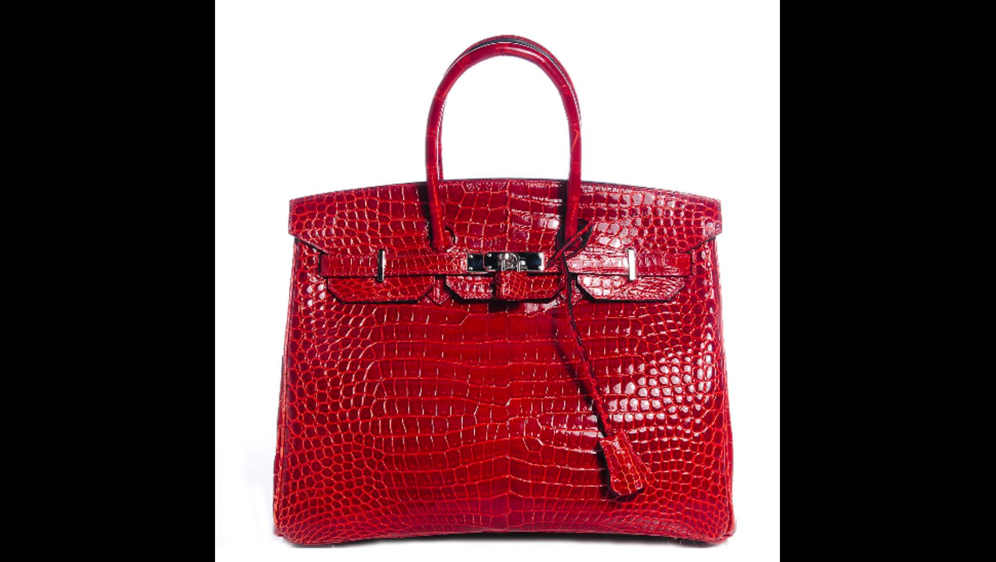 360e24cbca0 De Birkin van Hermès is een van de populairste tassen (ook in deze lijst).  In 2015 werd deze knalroze tas, met 18-karaats gouden ...