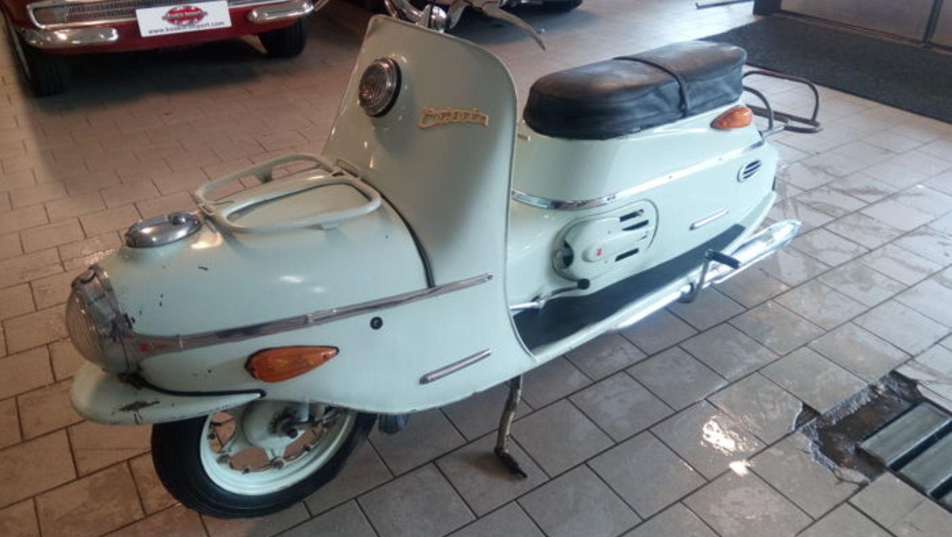 1c45e4551b Il marchio di scooter Salsbury ha portato la prima generazione di scooter  in America. Questo Motor Glide de Luxe del 1938 è stato dotato di una  trasmissione ...
