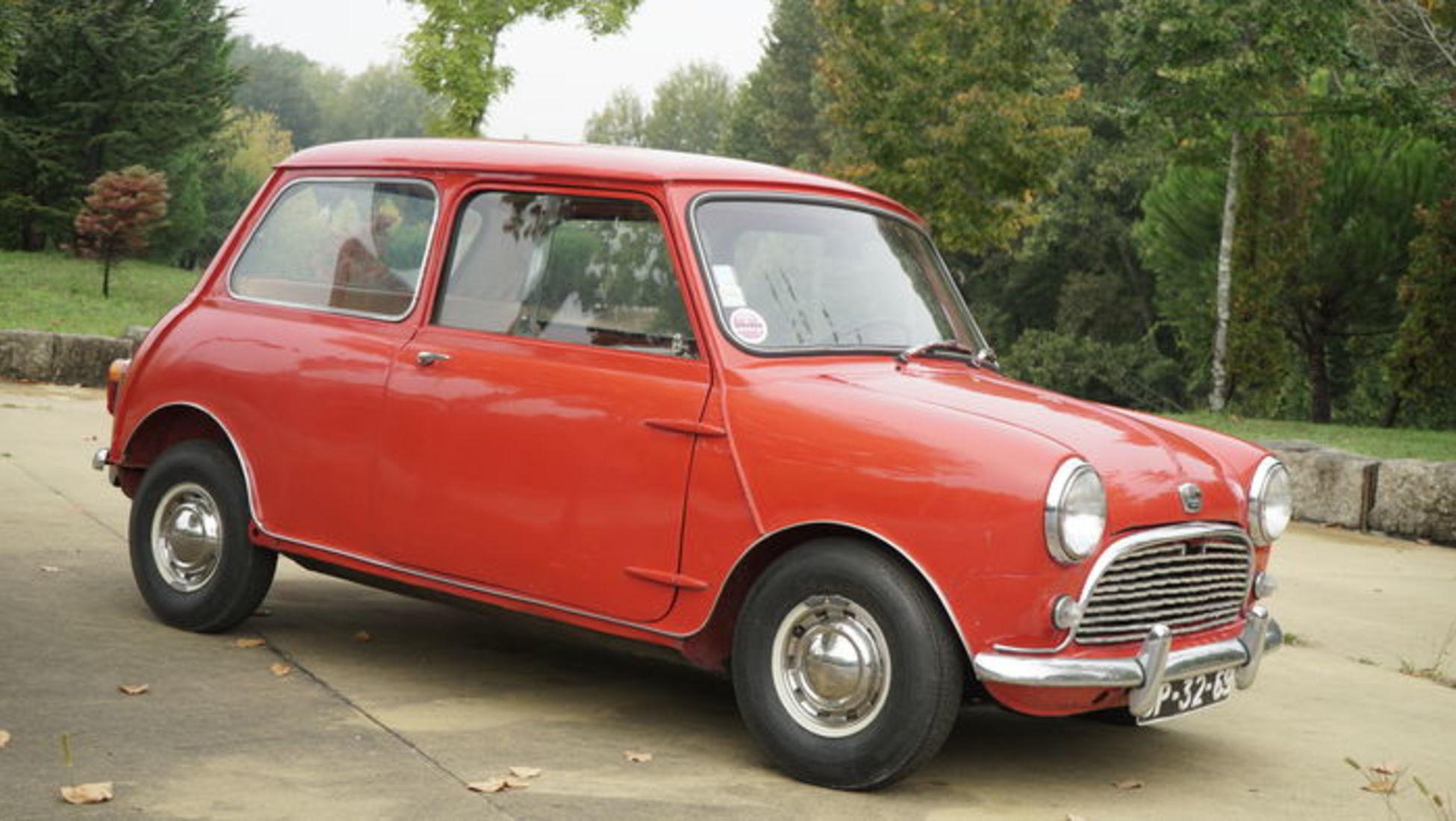 3ab7e58adc1 Pergunte a qualquer pessoa como resumiria os anos 60 num único carro e a  resposta da maioria seria provavelmente o Mini. Apenas foram fabricados 10  000 ...