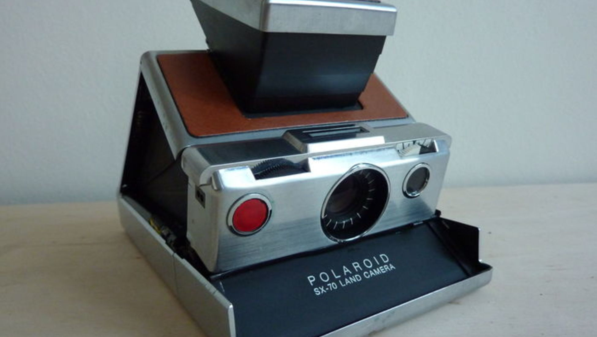 Rare Polaroid SX-70 Land Camera Sonar Onestep Gold. - €135. What s so  special about this model is the 24 carat gold plating. Produced in 1977 for  Polaroid s ... 5678844987