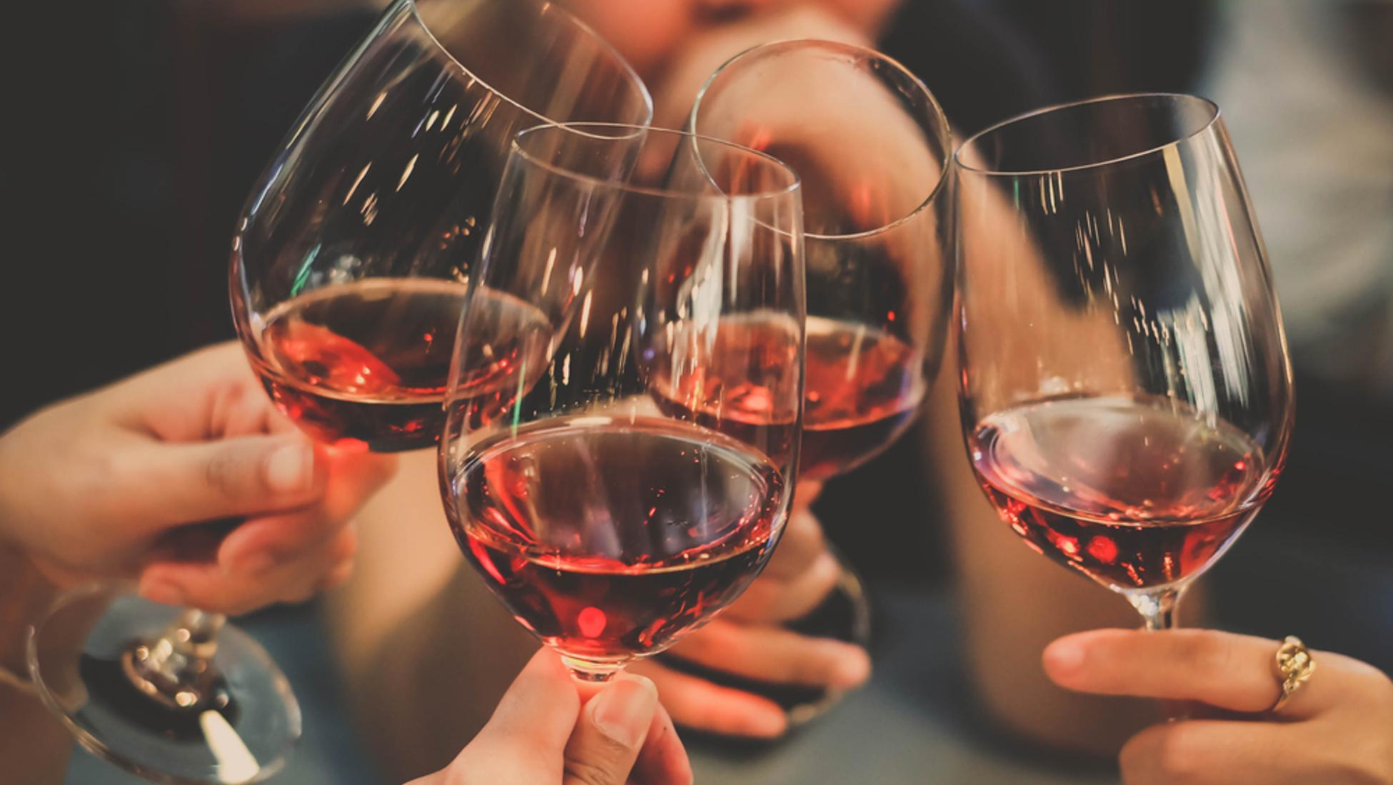 Credenza Per Bicchieri : In alto i calici perché brindiamo prima di bere catawiki
