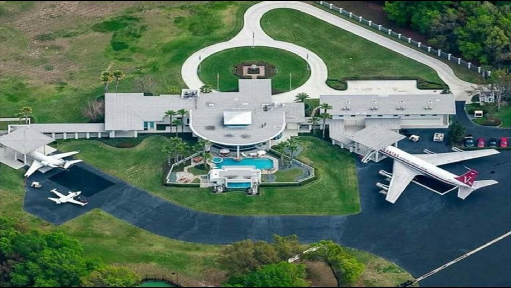 John Travolta Haus