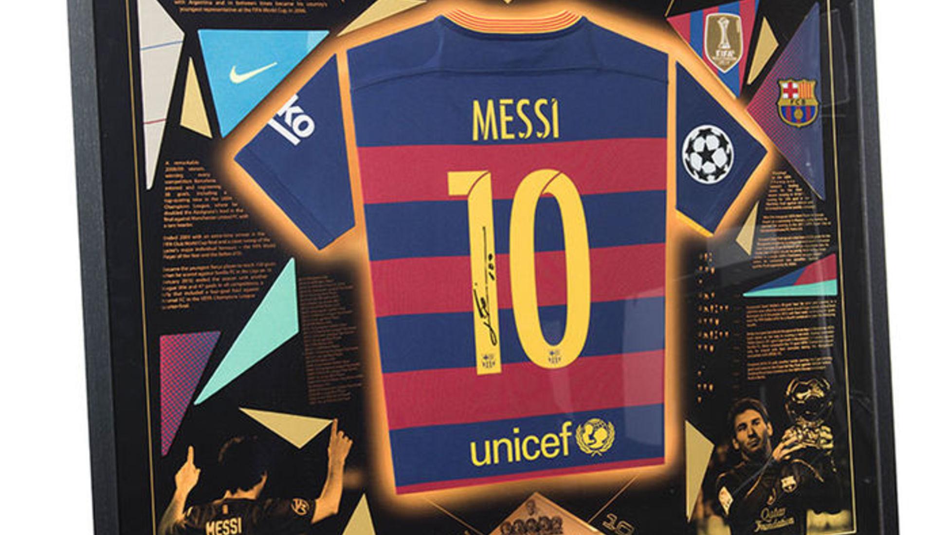 Esta camiseta fue firmada antes de que Neymar Jr. fichara por el Paris  Saint-Germain FC. f2ebb29213dcc