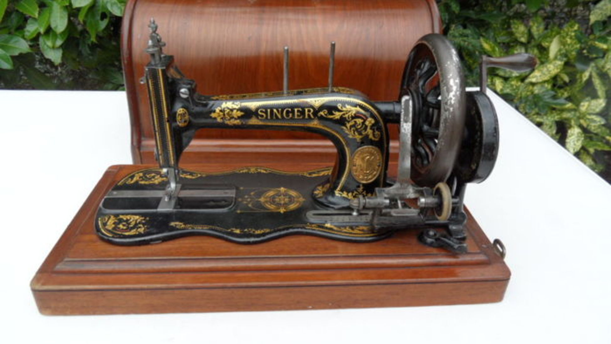 how to determine the value of your old sewing machine catawiki rh catawiki com New Home Sewing Machine Models Antique New Home Sewing Machine