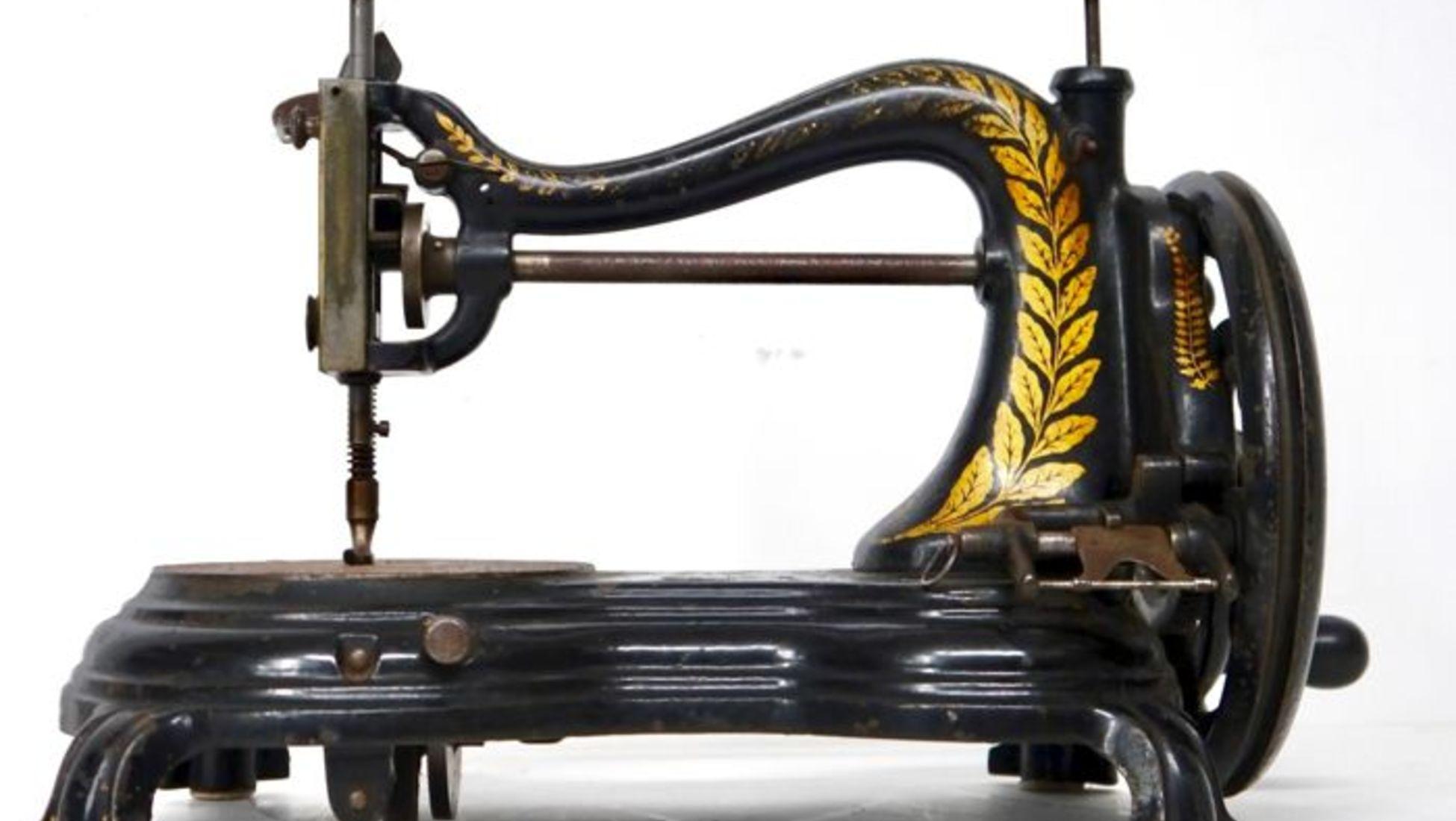 668ff639e Máquina de costura antiga - Século XIX - 555 € Fabricada no século XIX