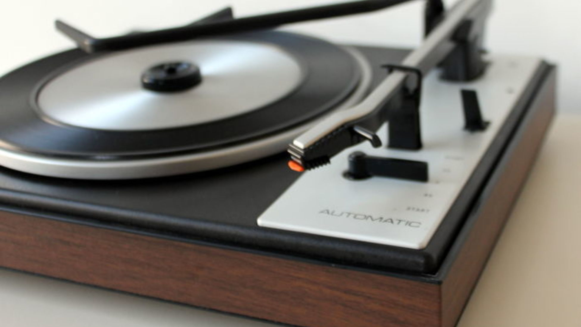 How to Determine the Value of Your Old Record Player - Catawiki