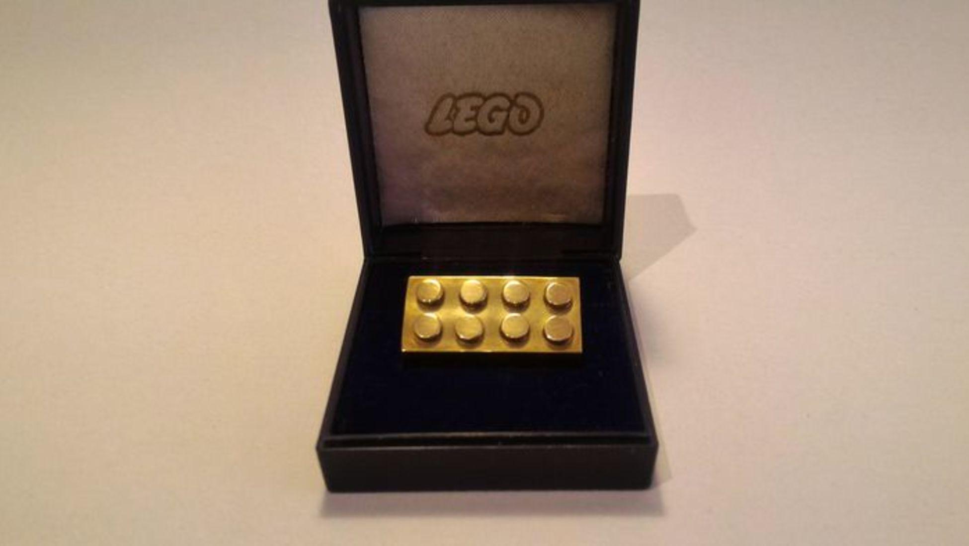 f38bbfe82d4 Um americano sortudo ganhou o leilão e é agora o orgulhoso proprietário  desta peça de ouro que pesa 25