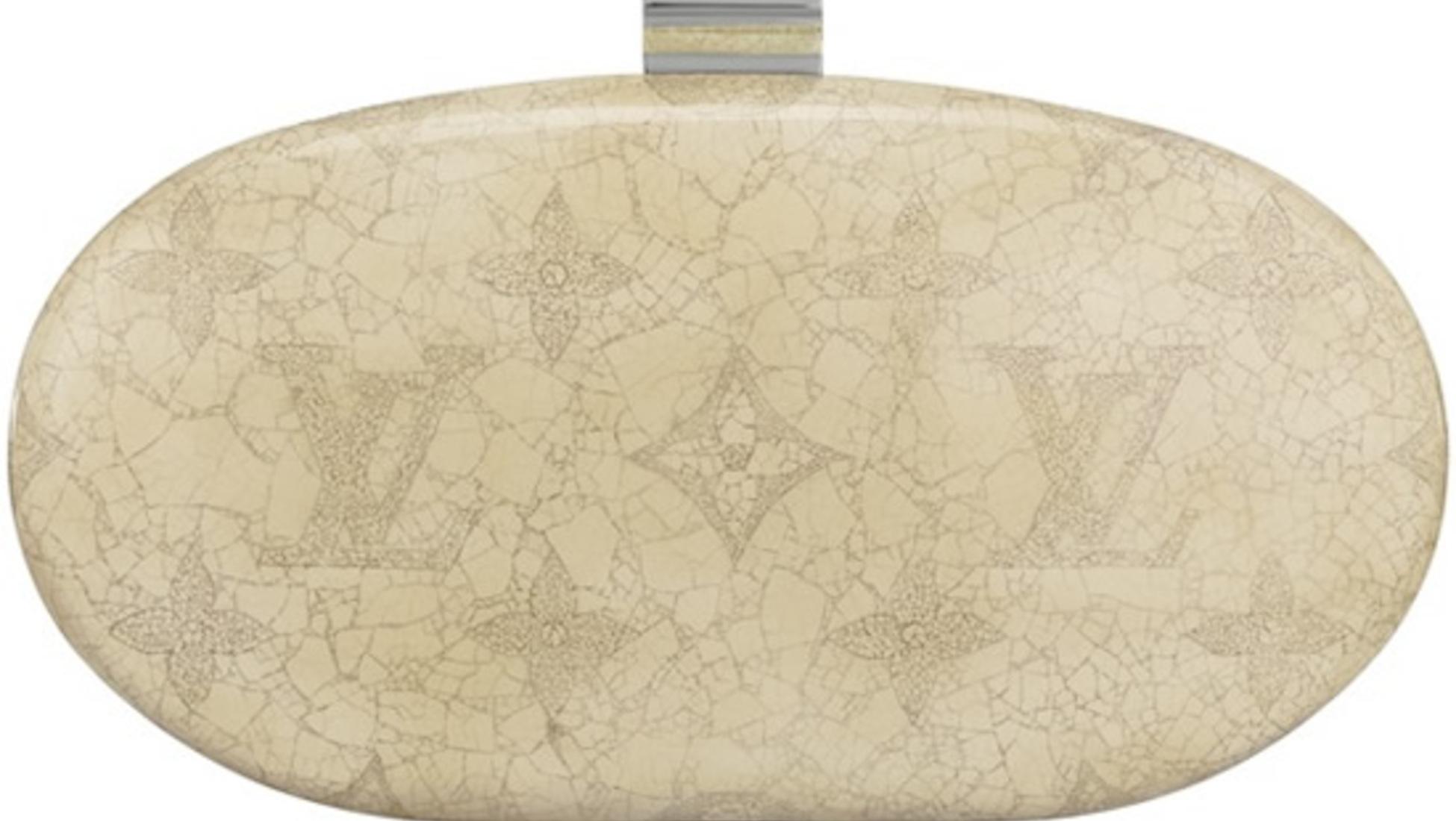 fcfa9706500 Van de 5 handtassen op deze lijst, is de Kusama Pumpkin Minaudiere de tas  die er volgens ons het meest luxueus uitziet. Veel mensen zien deze tas als  ...