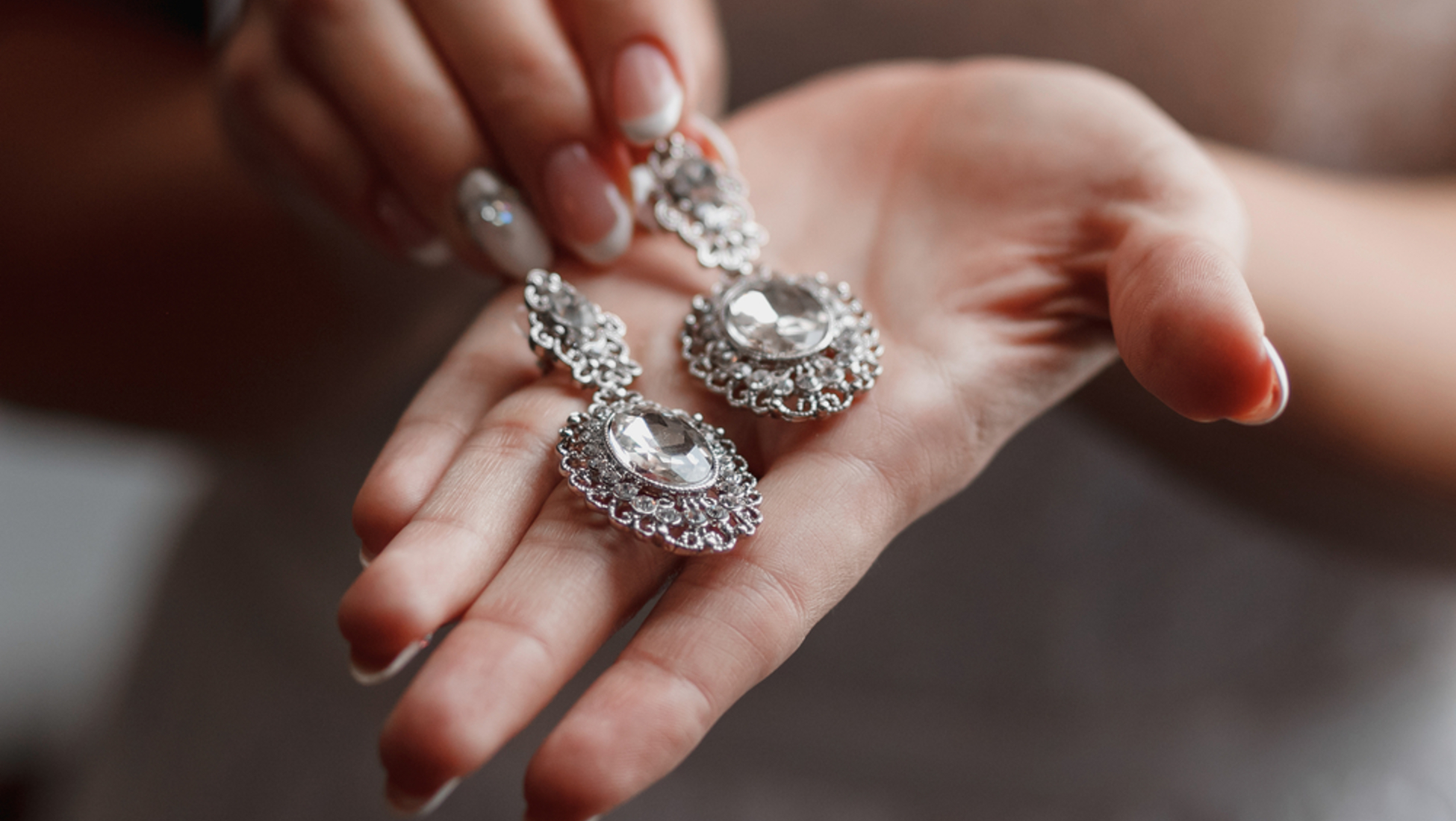 5730e6081e59 Empieza limpiando tus joyas de plata colocándolas todas en una superficie  plana y no porosa